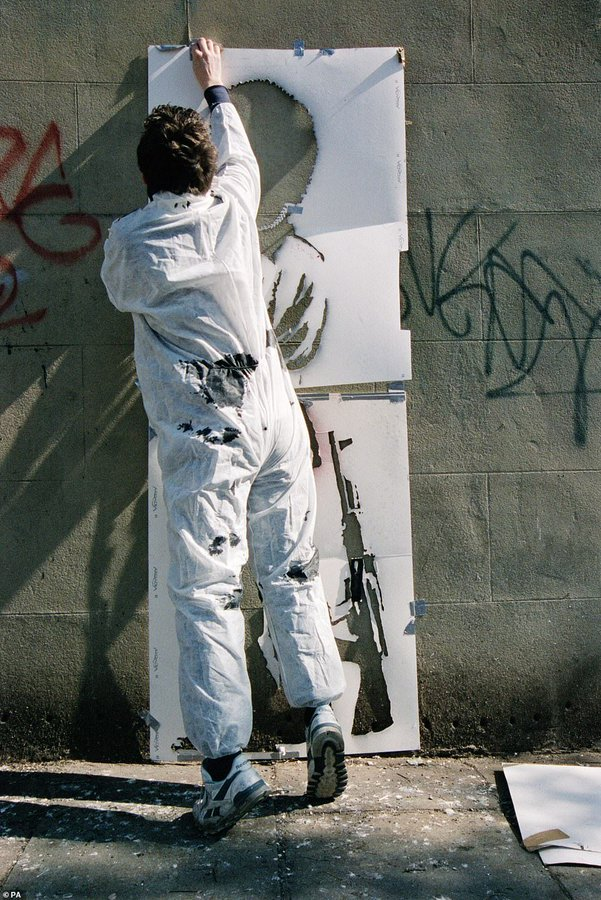 A former agent of Banksy reveals close photos of the artist: View image on Twitter